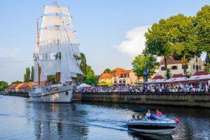 Karščiai Klaipėdoje: nuo tilto į Danę šokinėjantys vaikai ir skendęs vyras