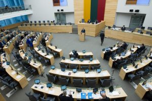 Parlamentarai atostogauja, bet vis dar neturi oficialiai įteisintų atostogų
