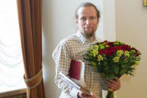 """Vilniaus meras """"Poezijos pavasario"""" premiją skyrė poetui M. Burokui"""
