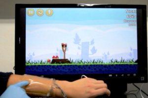 Žaidimams nereikės klaviatūros – ateityje žaisime ant savo rankos