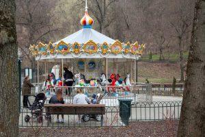 Pražystančiame Bernardinų sode vėl sukasi karuselė