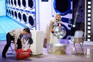 M. Šedžiuvienės užduotis TV šou – viešai skalbti Deivio drabužius