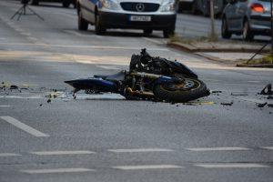 Pirmadienį Ukmergėje susidūrė automobilis ir motociklas