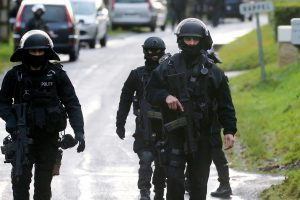 """Turkijoje sulaikytas į Siriją keliavęs """"Charlie Hebdo"""" žudiko giminaitis"""