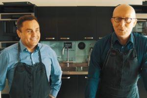 A. Valinskas ir P. Gražulis meta svogūnų iššūkį: pjaustyk ir ašarok