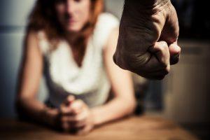 """Požiūris į smurtą: muštis yra negražu, bet """"padėti į vietą"""" – labai stilinga"""