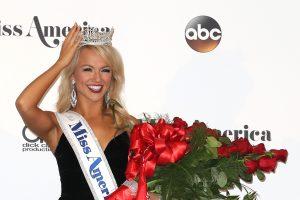 """Naująja """"Mis Amerika"""" karūnuota gražuolė iš Arkanzaso"""