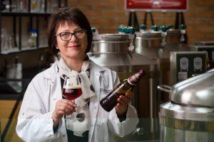 """Lietuviai atranda vaisinį alų: """"Švyturio Crimson Cherry"""" šluojamas nuo lentynų"""