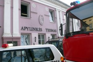 Ugniagesiai atsisakė valyti gyvsidabrį iš parduodamo Ukmergės teismo pastato