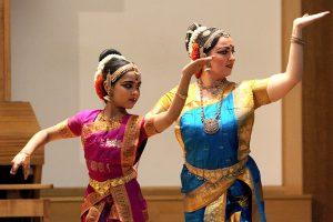 Indiška muzika ir šokiai – sausakimšoje konservatorijos salėje