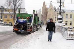 Kova su žiema: Klaipėdos gatvėms – triguba druskos dozė