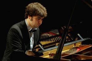 Uostamiestyje – klasikos fontanai su pianistu L.Geniušu