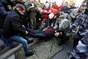 Kijeve per masinį protestą sužeisti keturi žmonės