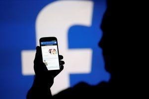 """""""Facebook"""" išplės su """"Brexit"""" referendumu susijusių melagingų naujienų tyrimą"""