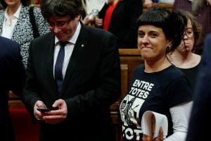 Garsi Katalonijos separatistų veikėja nuo teismo pabėgo į Šveicariją