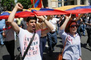 Armėnijoje gilėjant politinei krizei, valdžia ieško palaikymo Kremliuje
