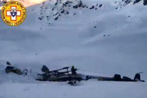 Italijos Alpėse susidūrus sraigtasparniui ir lėktuvui žuvo 5 žmonės