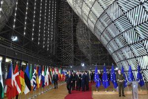 """ES lyderiai leido pradėti naują """"Brexit"""" derybų etapą"""