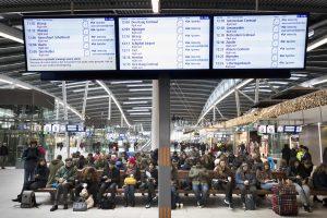 Europoje įsisiautėjusi audra kėlė sumaištį oro uostuose, keliuose ir geležinkeliuose