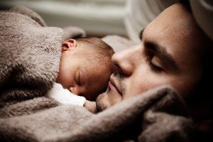 Siūloma, kad tėvo atostogas gimus vaikui būtų galima imti iki jam sukaks metai