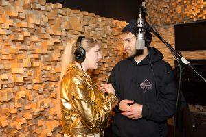 V. Baumila ir Monique pristato dainą apie S. Dariaus ir jo žmonos meilę