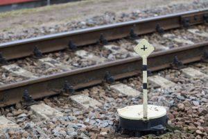 Rusijoje traukiniui įsirėžus į autobusą žuvo mažiausiai 16 žmonių