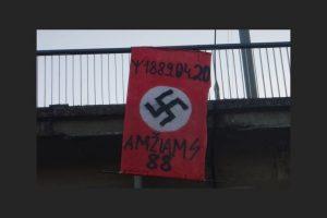 Vilniuje ant tiltų prikabinėta vėliavų su nacistine simbolika