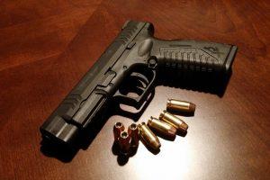 Sulaikytų vyrų automobilyje – neteisėtai laikomas šautuvas