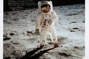 JAV nori grįžti į Mėnulį ir čia pasilikti