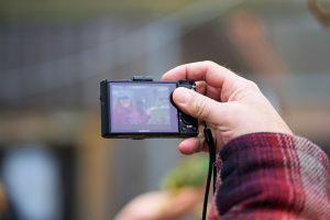 Darbo inspekcijai ir VMI siūloma leisti gauti asmenų nuotraukas