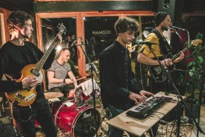 """Grupė """"Pilnatys"""" pristato mini albumą: kuriant lietuviškai atrado tikrąjį balsą"""
