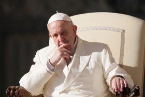 Popiežius uždraudė pardavinėti rūkalus Vatikane