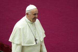 Popiežius pašalino du į skandalą įsivėlusius kardinolus iš savo artimiausiųjų rato