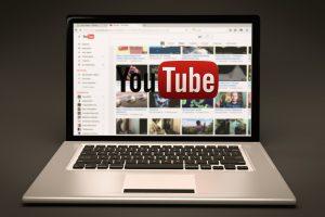 """""""YouTube"""" samdys daugiau darbuotojų kovai su netinkamu turiniu"""