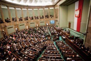 Lenkijos parlamentas nubalsavo už politikų algų sumažinimą