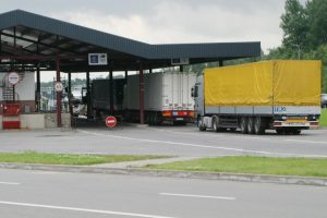 Įspėja važiuojančius į Lenkiją: beveik mėnesiui bus atnaujinta sienų kontrolė