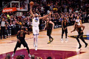 """""""Warriors"""" krepšininkai – per žingsnį nuo NBA čempionų titulo"""