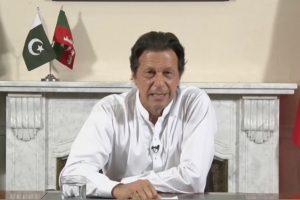 Kriketo žvaigždė I. Khanas skelbia laimėjęs Pakistano visuotinius rinkimus