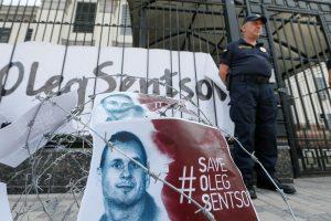 Čekų režisieriai išreiškė palaikymą kalinamam O. Sencovui: paskelbė bado streiką
