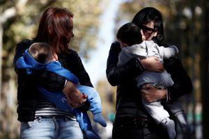 Lesbiečių pora Lenkijoje pripažinta vaiko tėvais
