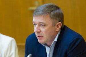 """R. Karbauskis siūlo mokantiems mokesčius ne Lietuvoje neskaičiuoti skolos """"Sodrai"""""""