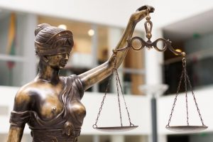 Svetimu vardu automobilį registravęs vyras sulauks Klaipėdos teismo sprendimo