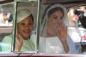Kalėdų sensacija: karalienė Elžbieta II švęsti kartu pakvietė M. Markle motiną
