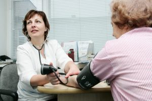 Eilės gydymo įstaigose: kaip pas gydytojus patekti greičiau?