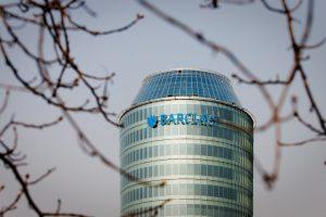 """""""Barclays"""" oficialiai pradeda darbuotojų atleidimą"""