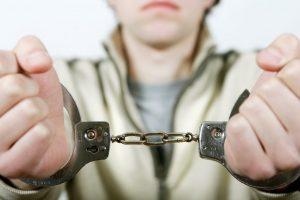 Pareigūnai sulaikė užpuolikus: pinigų gauti nepavyko, o kelią į belangę nusitiesė
