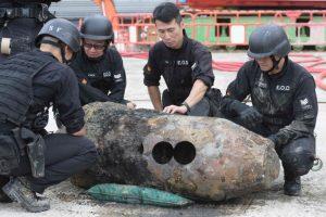 Honkonge radus jau trečią šiais metais karo laikų bombą, evakuoti šimtai žmonių