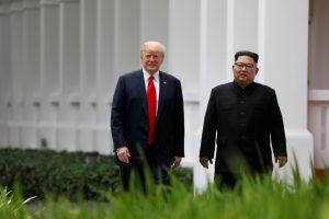 """Kinija piktinasi """"neatsakinga ir absurdiška"""" D. Trumpo logika"""