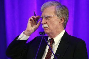 """J. Boltonas žada iš Irano """"išspausti"""" viską, kas įmanoma"""