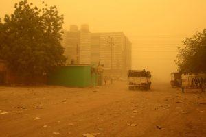 Indijoje per smarkias audras žuvo beveik 150 žmonių